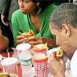 Obamas-eating-burgers